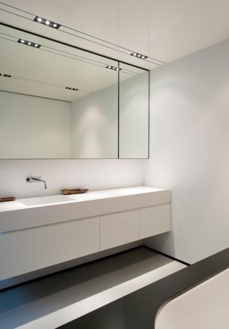 Beyaz Banyo Dolabı