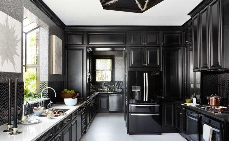 Siyah Ahşap Mutfak Dolabı