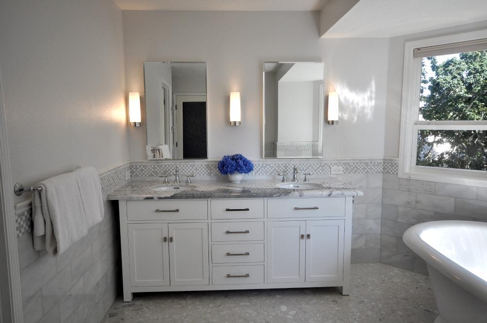 Beyaz Banyo Dolapları