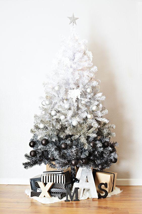Beyazdan siyaha ombre Noel ağacı